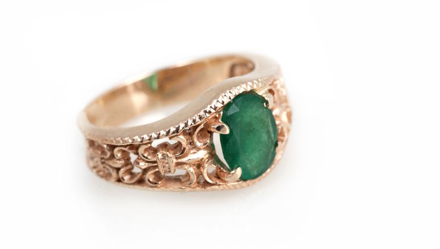 Эксклюзивное золотое кольцо с изумрудом Ювелирный дом Братьев