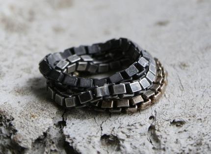 Сильно потемневшая серебряная цепочка