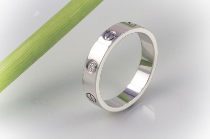 Love Картье кольцо