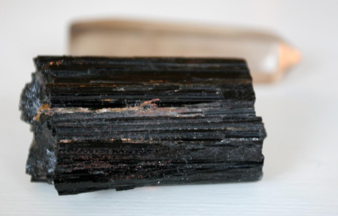 Черный турмалин камень