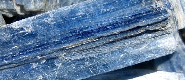 Камень кианит: магические свойства и кому подходит минерал по знаку зодиака