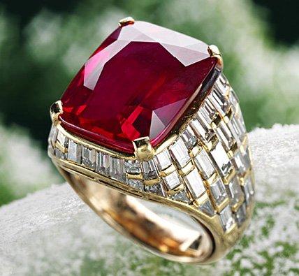 Золотой перстень с рубином