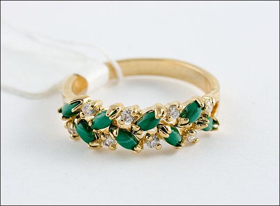 Золотое кольцо с малахитовыми вставками