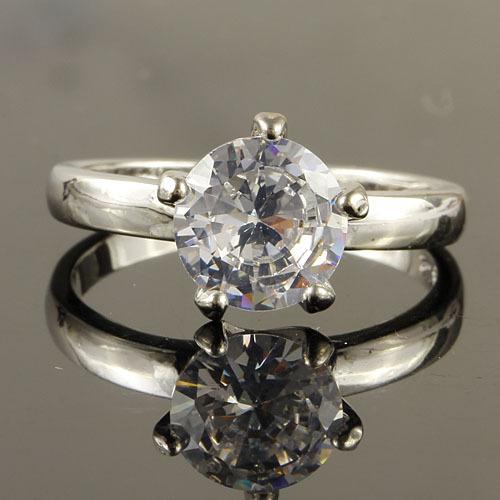 Серебряное кольцо с белым топазом