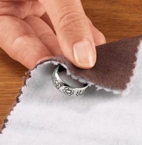Как почистить серебро от черноты?