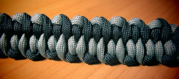 Мужской браслет из шнурка