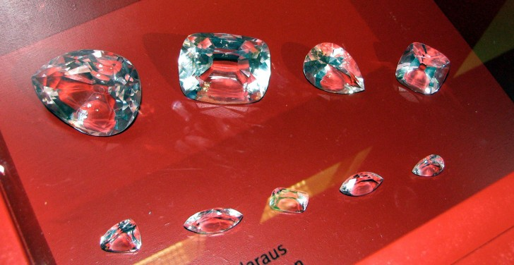 Cullinan_Diamond_and_some_of_its_cuts_-_copy