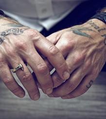 Браслеты для мужчин на руку